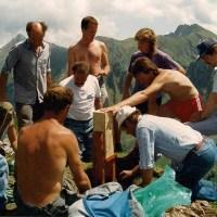 Vorbereitung Kreuz aufstellen auf der Fochsenflue vom 05. Juni 1993